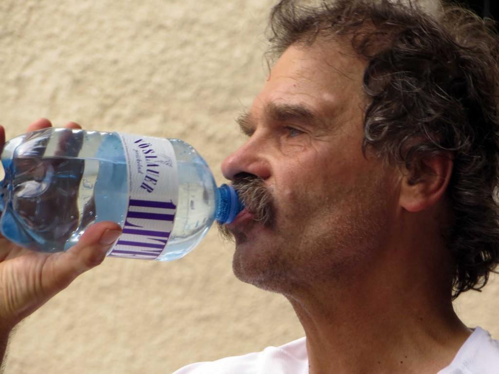 peter-trinkt
