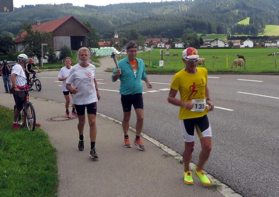 Ankunft in Idsny mit Ortsläufern